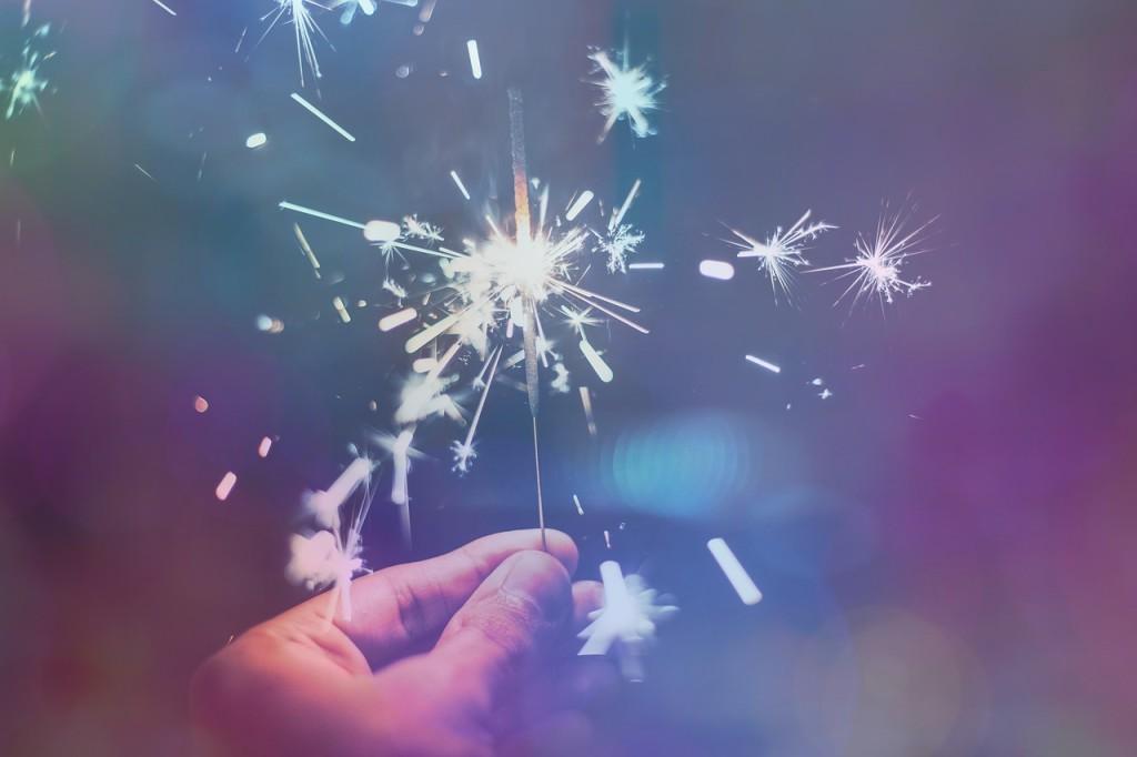 feste sparkler-1941779_1280 via Pixabay