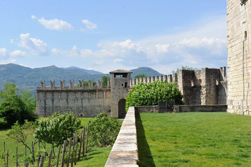 Nozze sul lago maggiore...Castello...Rocca...con Essenza Eventi®