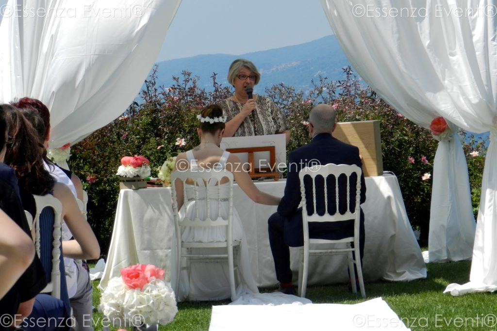 Love letters and Wine Box ceremony by Essenza Eventi Celebrante