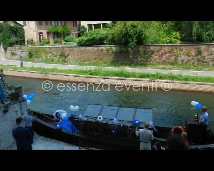 L'arrivo originalissimo della Sposa in barca sul naviglio grande e lo sposo che la attende